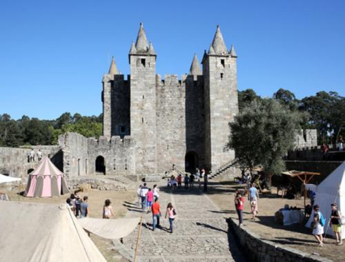 aquelesqueviajam feiramedieval 500x380 - Viagem Medieval em Terras de Santa Maria da Feira: a maior de Portugal