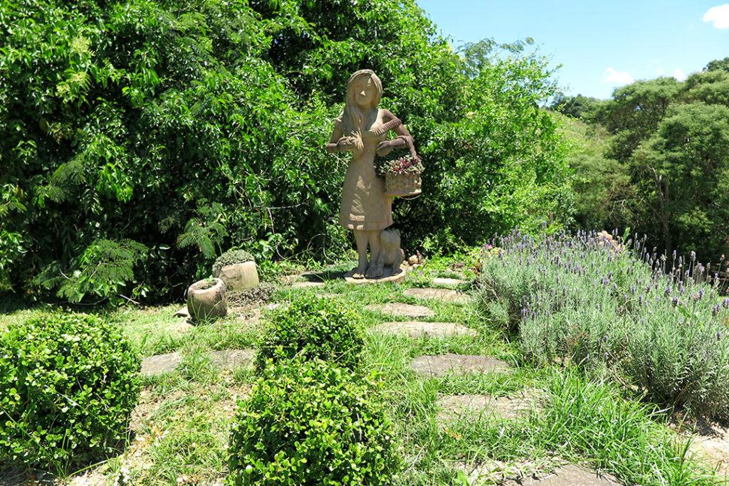 jardim-das-esculturas-escultura-menina