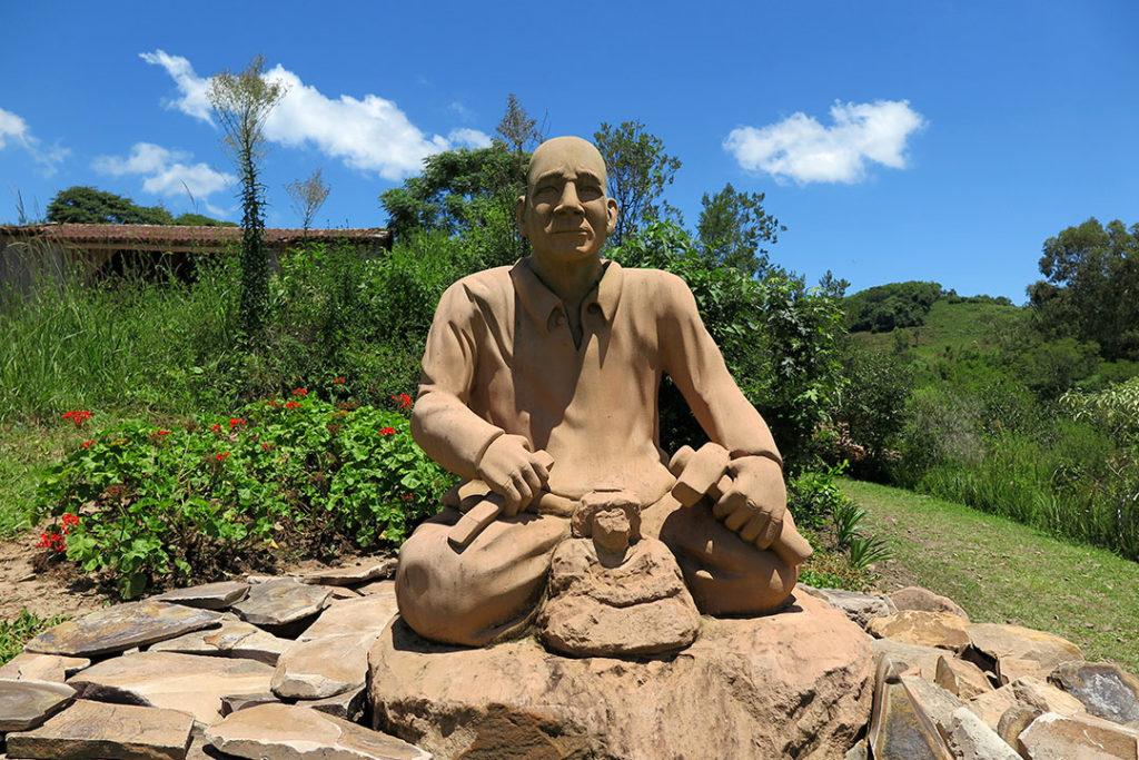 jardim-das-esculturas-escultura-rogerio
