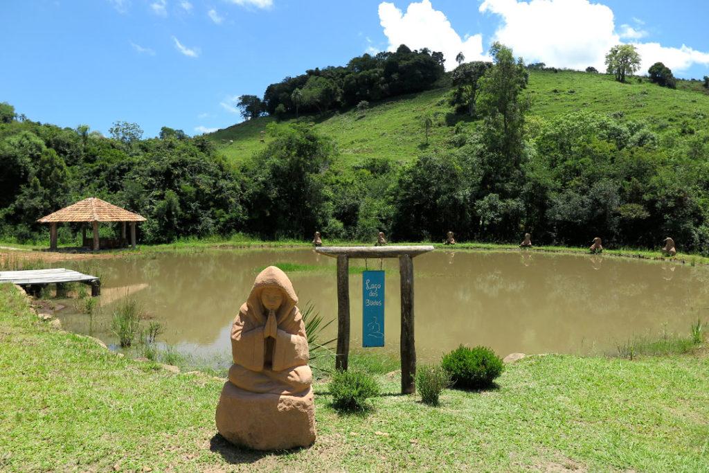 jardim-das-esculturas-lago-dos-budas