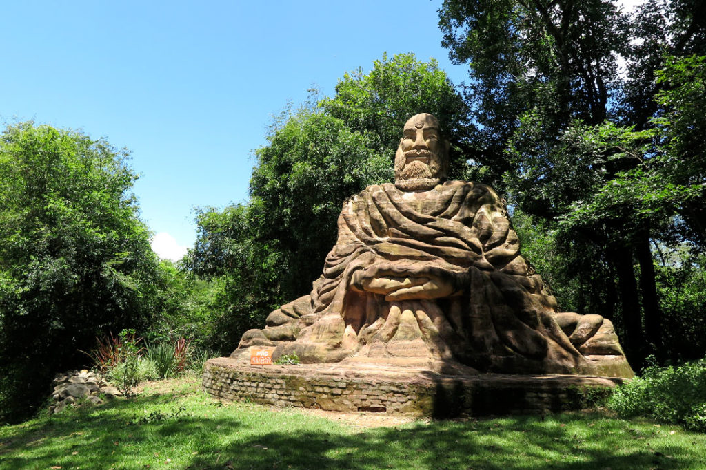 jardim-das-esculturas-montanha-do-silencio