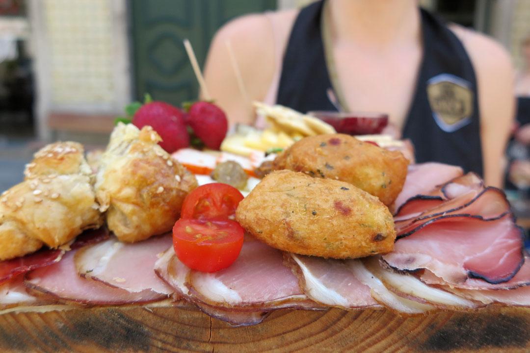 Dona Petisca: petiscos que são uma viagem gastronômica por Portugal 1